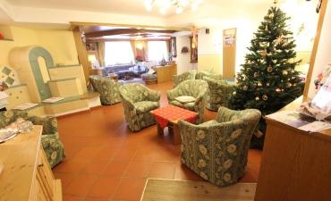 Ricevimento, Hall, Sala della Stufa, Soggiorno TV  con angolo giochi per bambini, Internet Point.-2