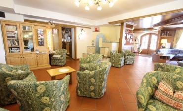Ricevimento, Hall, Sala della Stufa, Soggiorno TV  con angolo giochi per bambini, Internet Point.-4